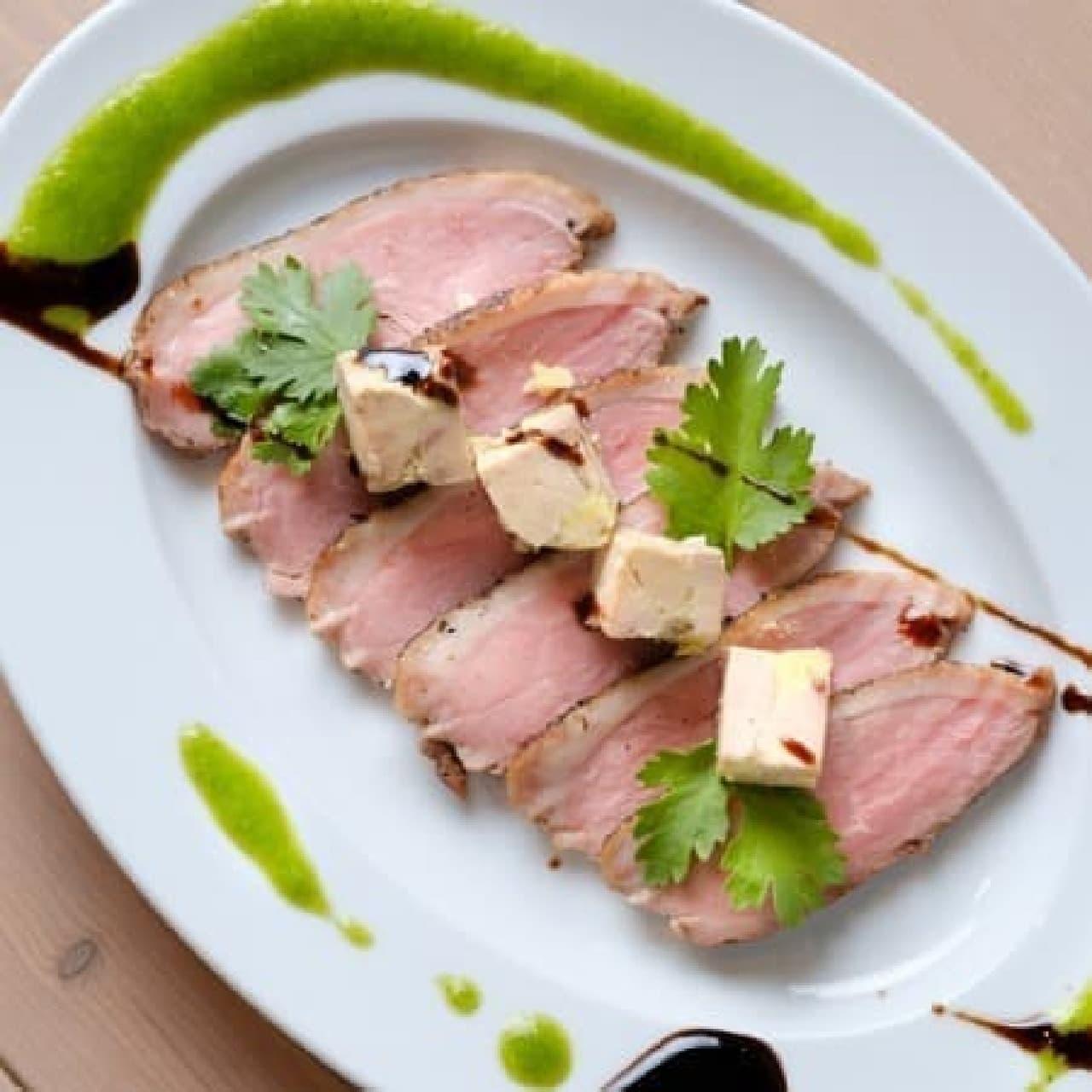 肉バル カモショッタネギ「鴨のロースト フォアグラのテリーヌ添え2色ソース」