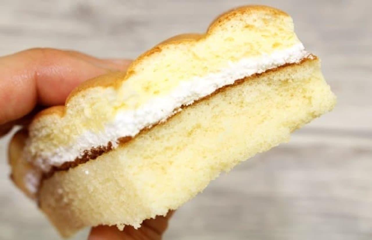 ローソン「三角シャルロットサンド ミルククリーム」