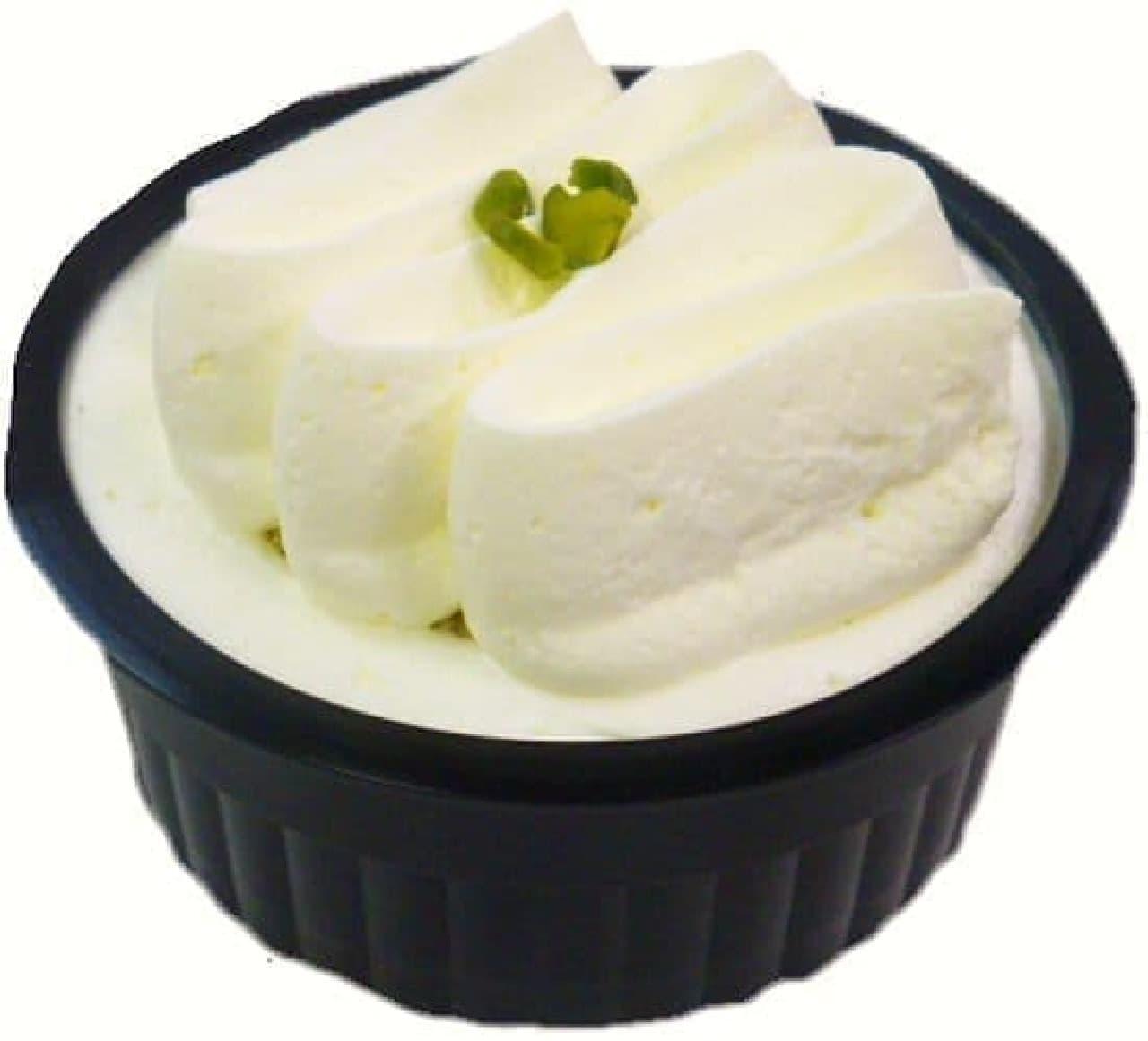 ファミリーマート「RIZAP レアチーズケーキ(ブルーベリーソース入り)」