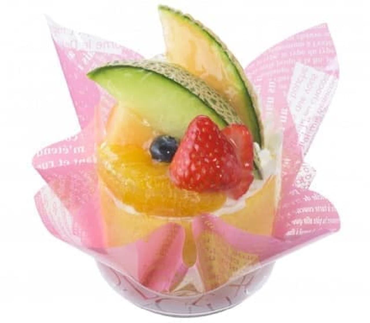 銀座コージーコーナー「旬の贅沢フルーツロール」