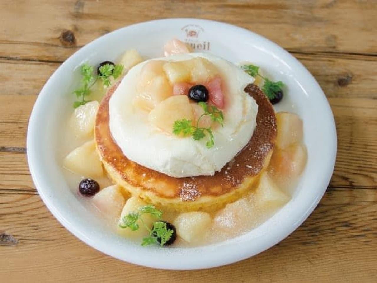 カフェ アクイーユ「天使のクリーム 桃のレアチーズパンケーキ」