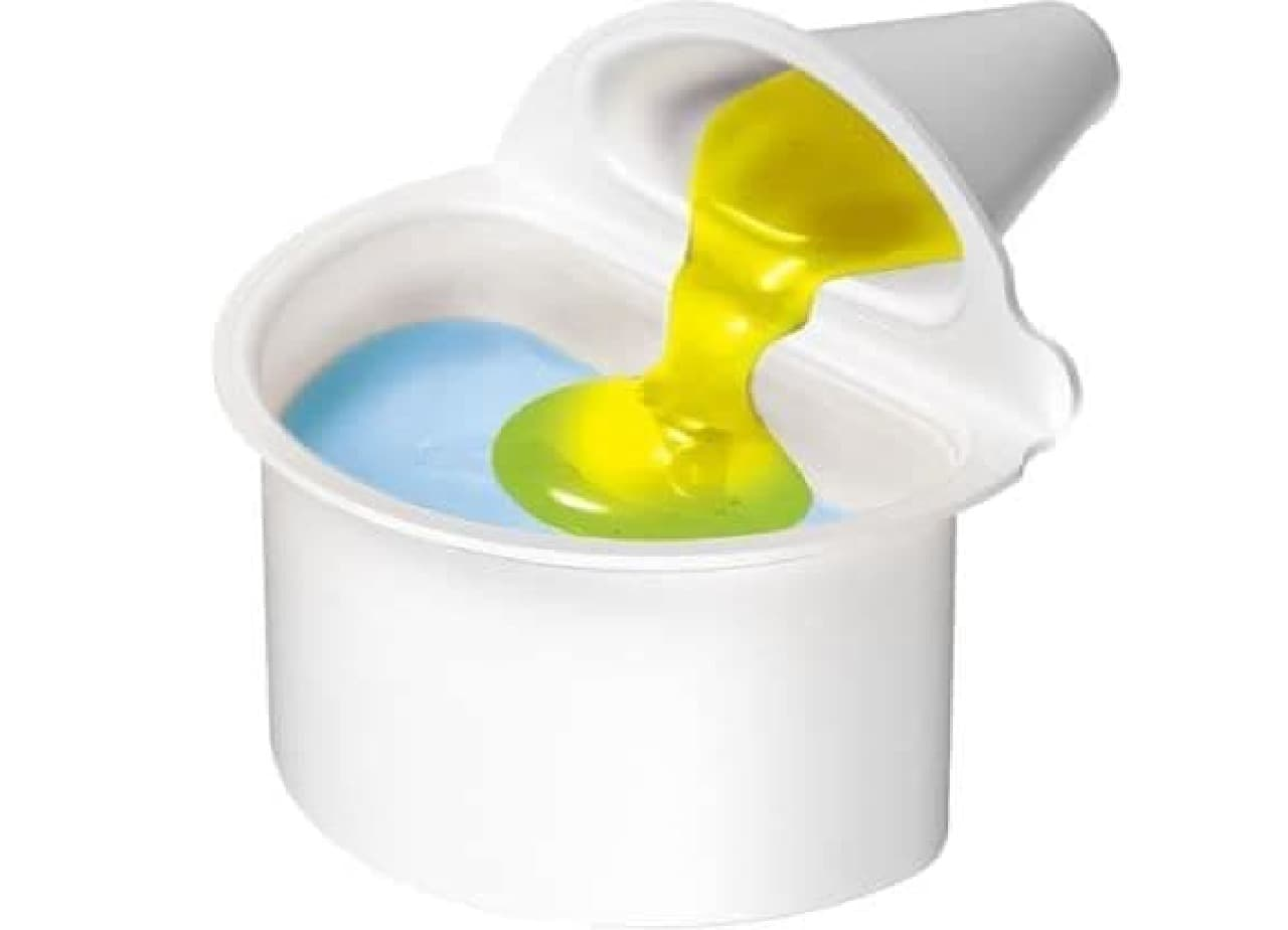 """「新感覚かけまぜゼリー」はツインカップ容器を採用した""""色・味わい・食感""""の変化を楽しめる""""新感覚ゼリー"""""""