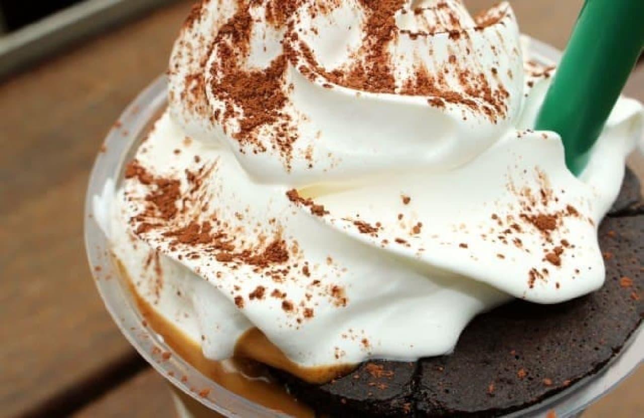 スターバックス「チョコレートケーキ トップ フラペチーノ with コーヒーショット」