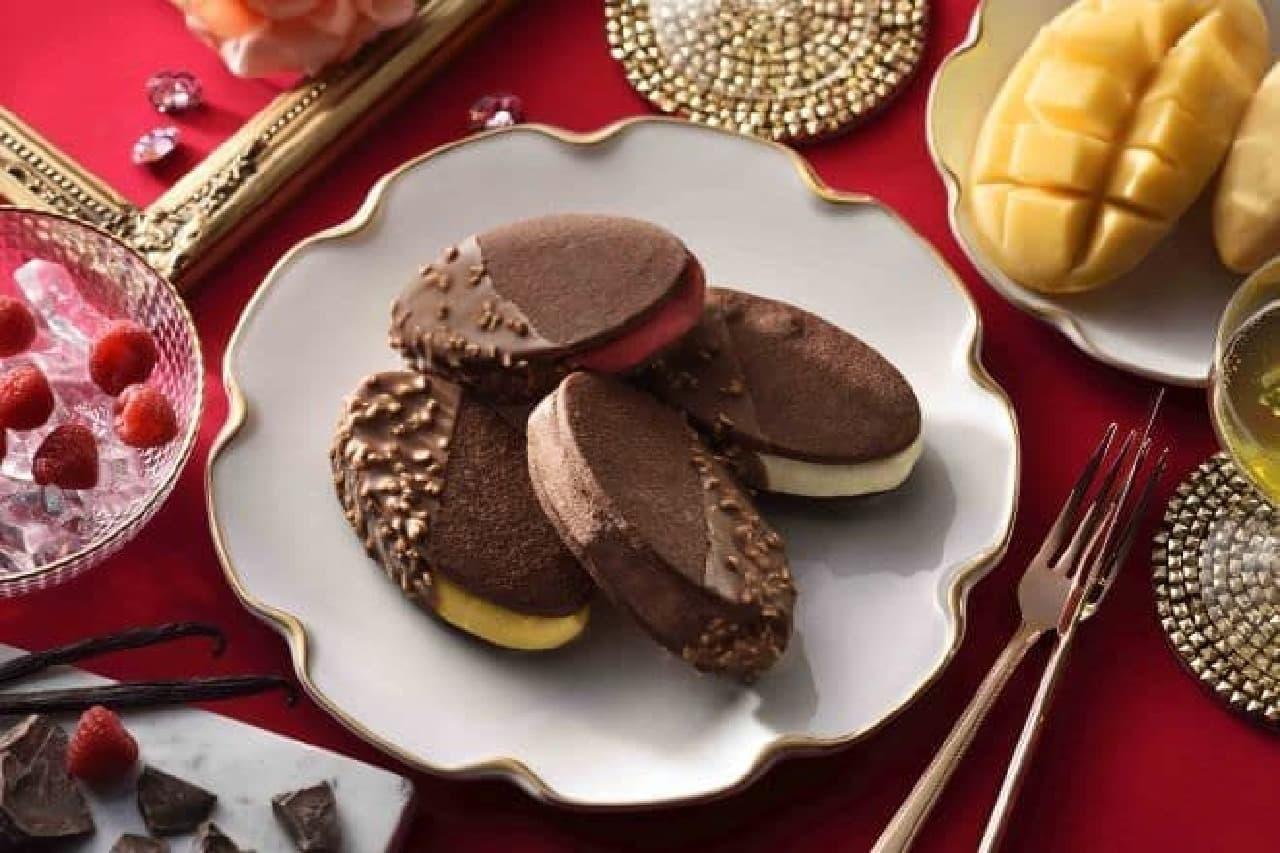 「ショコラクッキーサンドアイス」はショコラクッキーでアイスをサンドしたスイーツ
