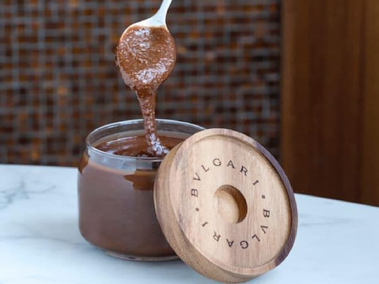 「La Crema」は、高品質であることで有名なイタリア・ピエモンテ産の香り高いヘーゼルナッツをたっぷりと使用したクリーム