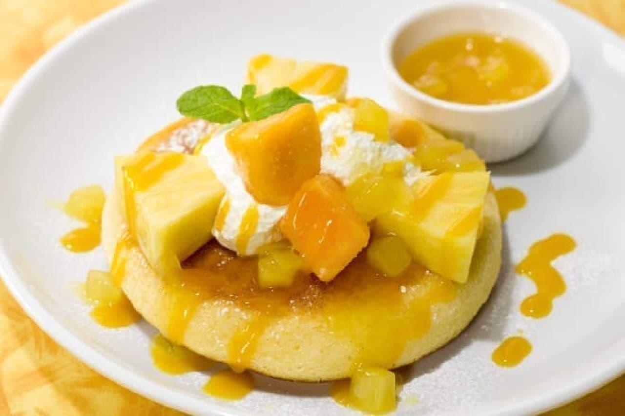 ガスト「パイナップルとマンゴーのトロピカルパンケーキ」