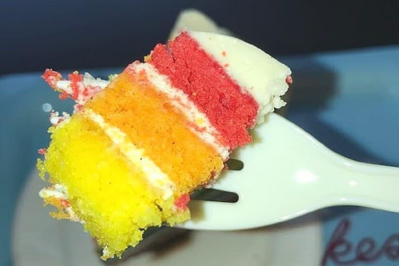ローラズ・カップケーキ東京「レインボーケーキ」