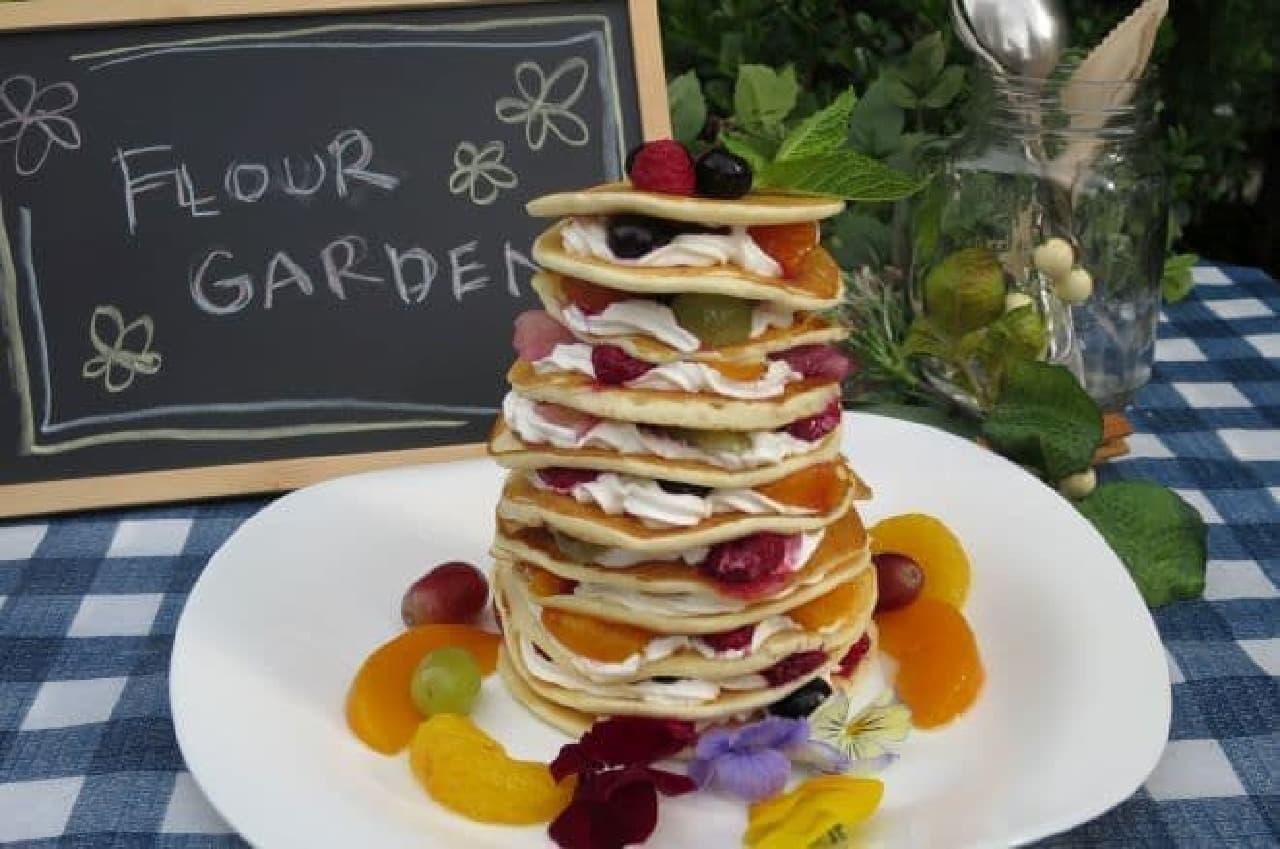 フラワーガーデンは、平日18時(休日17時)からパンケーキの飲み放題と食べ放題ができるビアテラス
