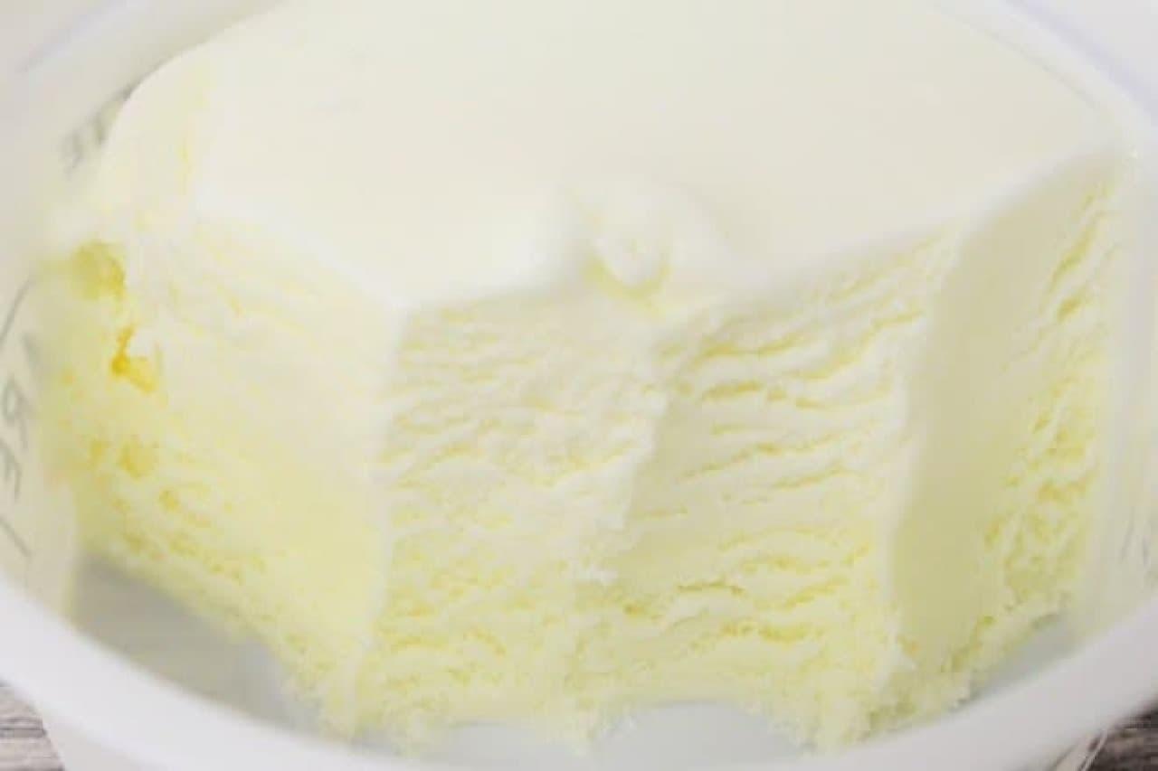 ロッテアイス「SWEETS SQUARE白くてふわっふわクリーミィにとけゆくフロマージュアイス」