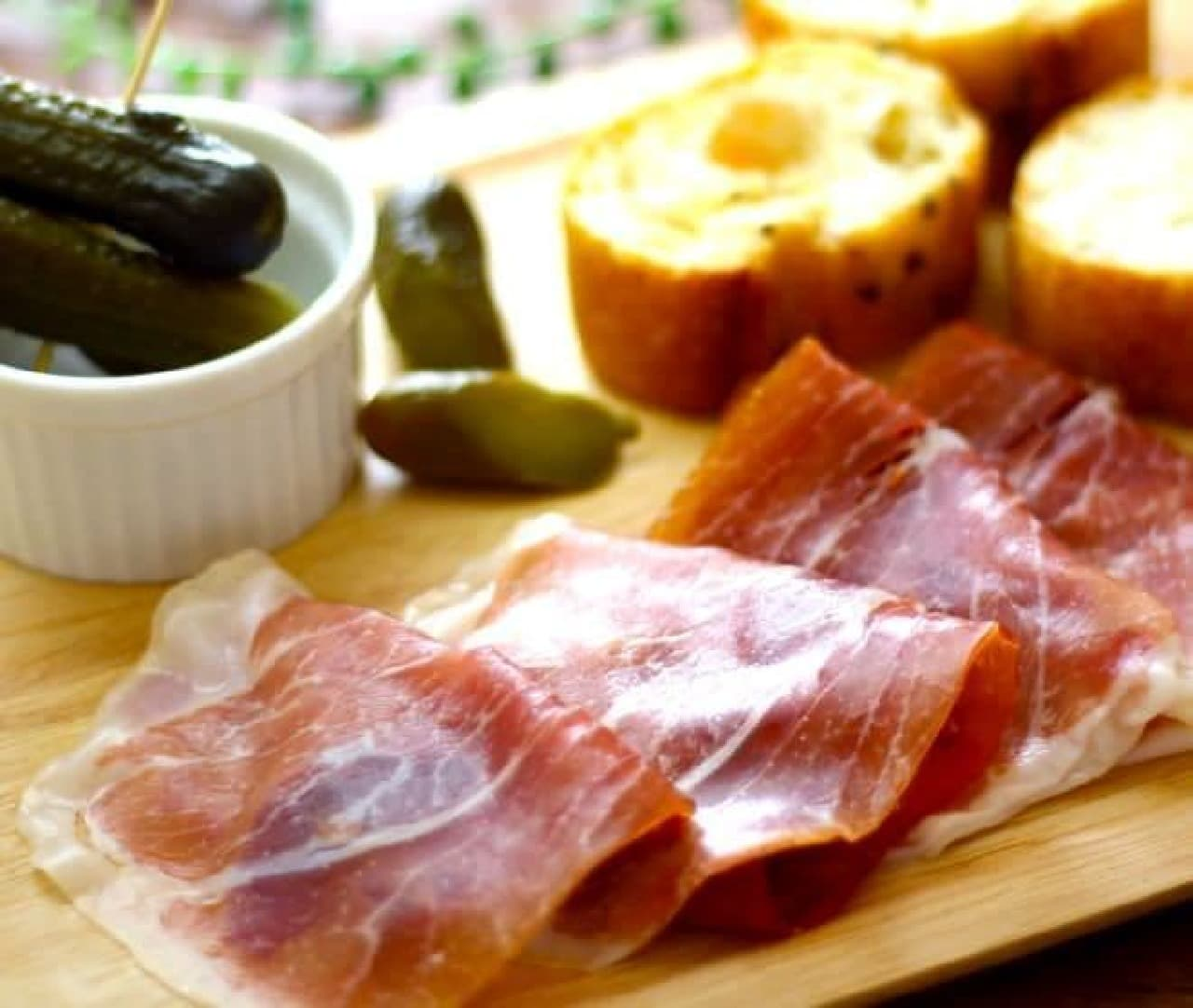 カルディコーヒーファームから、世界各国の肉関連の商品が数多く展開される