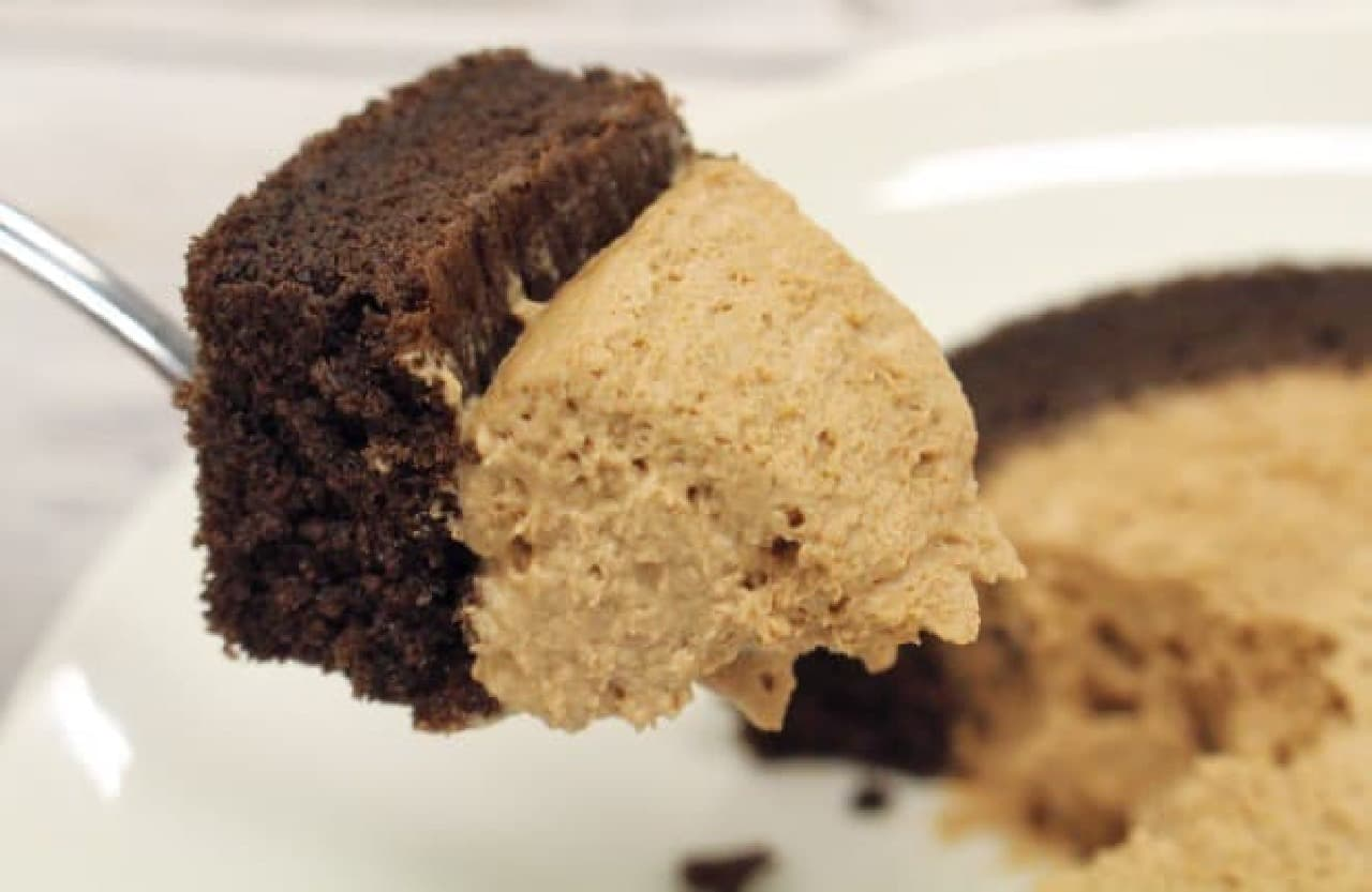 ローソン「プレミアムチョコロールケーキ」