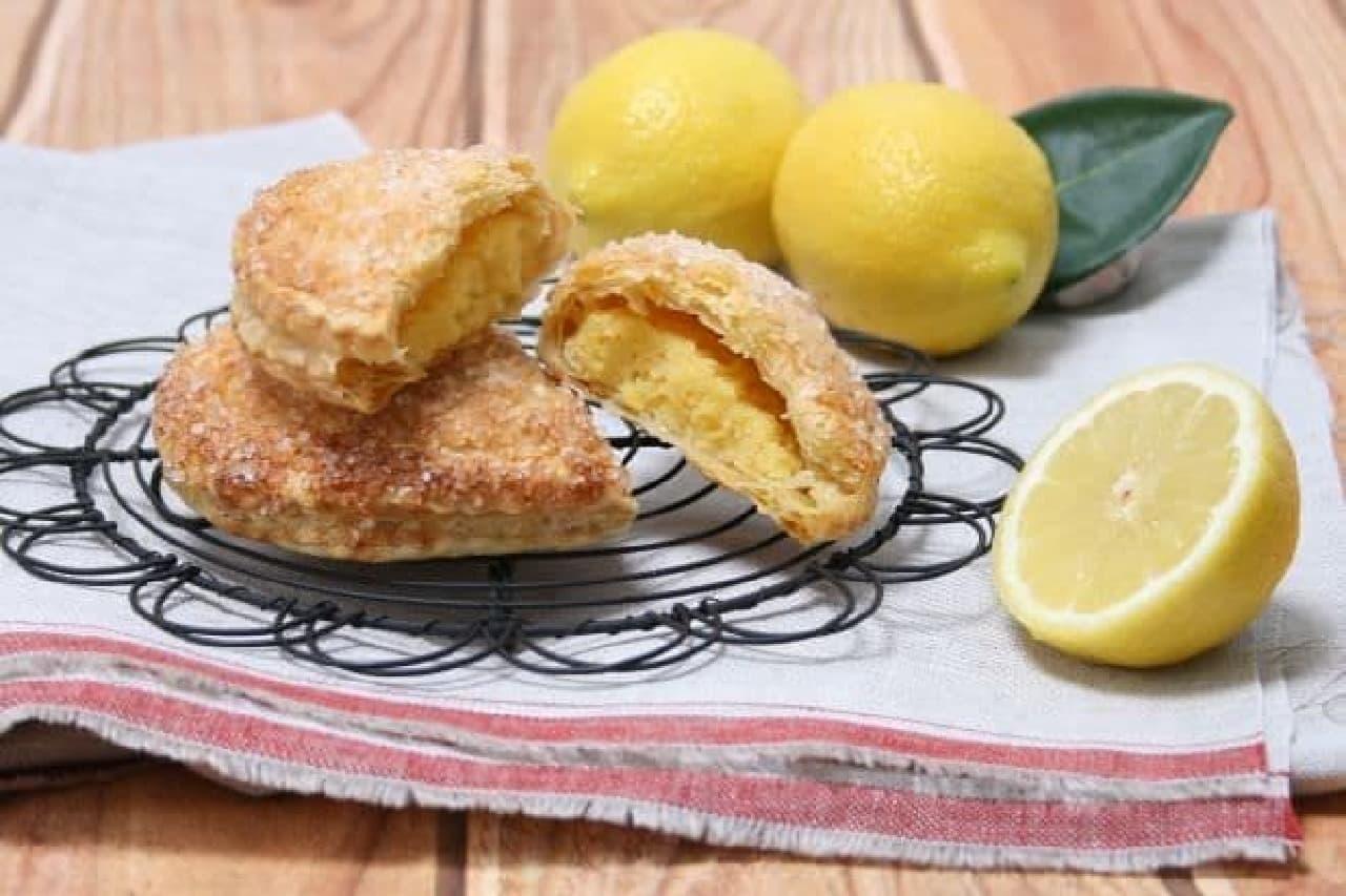 「レモンのパイ」は自家製のレモンカードにアーモンドクリームをあわせ、パイに詰めて焼きあげられたお菓子