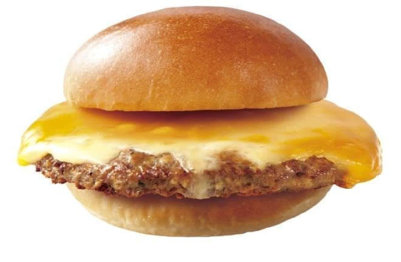 肉がっつり絶品チーズバーガーは、ボリュームたっぷりのチーズバーガー