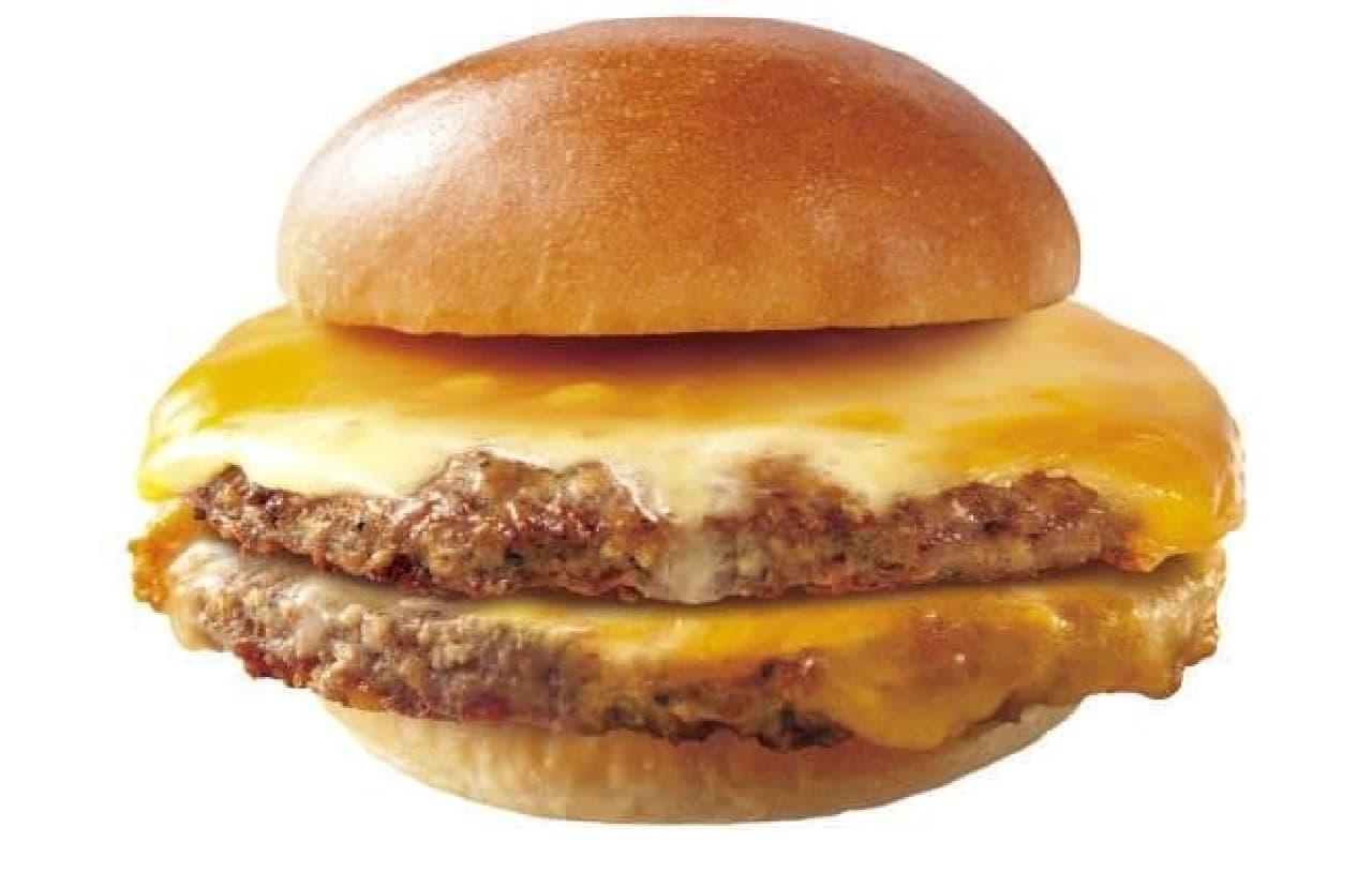 肉がっつり絶品ダブルチーズバーガーは、ボリュームたっぷりのチーズバーガー