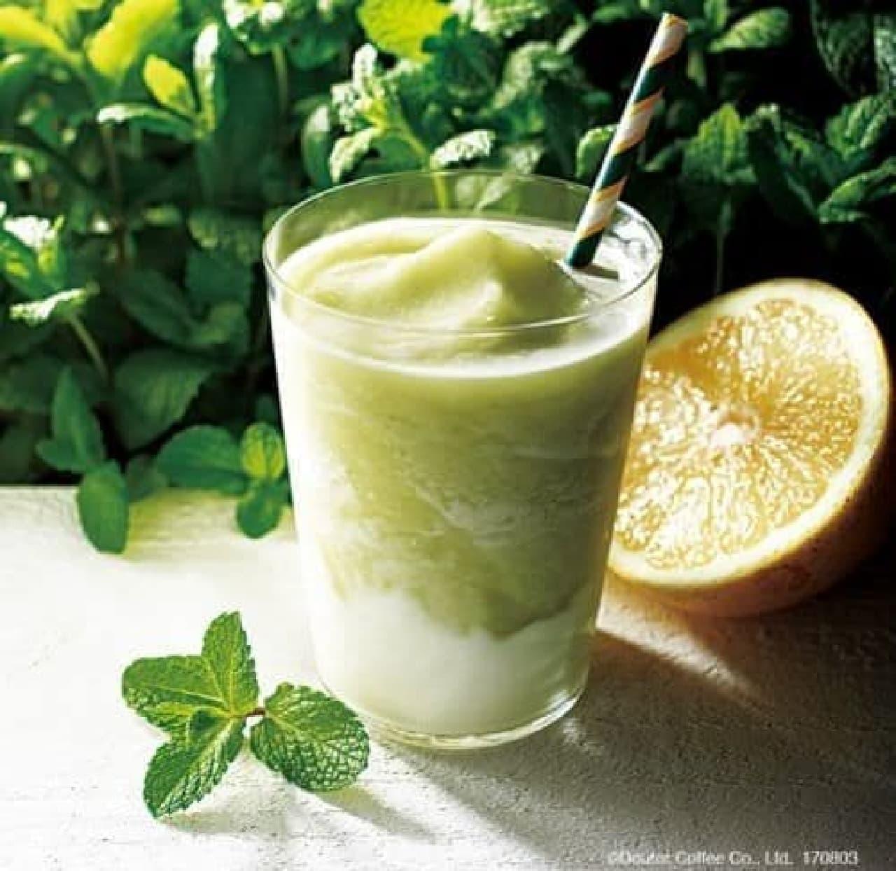 「国産ミントとグレープフルーツ&ヨーグルト」は国産のミントと100%グレープフルーツジュースをあわせたフローズンドリンク