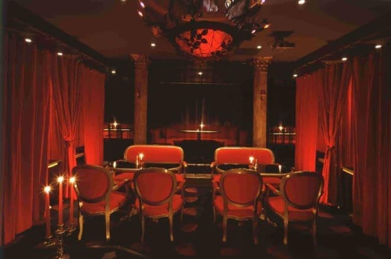 銀座レストラン VAMPIRE CAFEは、ヴァンパイアの館をモチーフとしたコンセプトレストラン