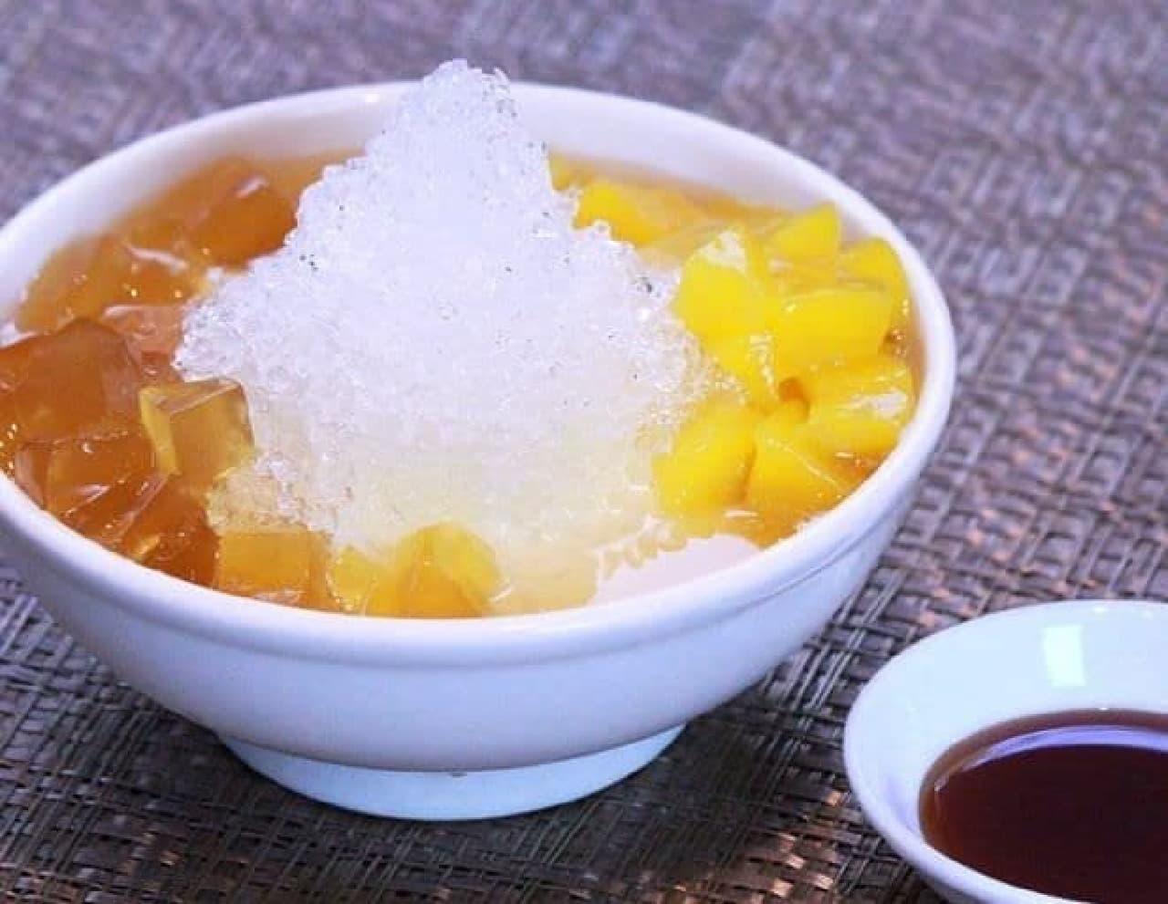 「愛玉(アイユイ)マンゴーかき氷豆花(トウファ)」は台湾の夏の風物詩でもある冷たいスイーツ