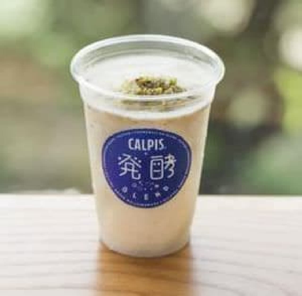 「CALPIS+発酵BLEND」は発酵食品である「カルピス」と代表的な発酵食品がブレンドされたオリジナルドリンク