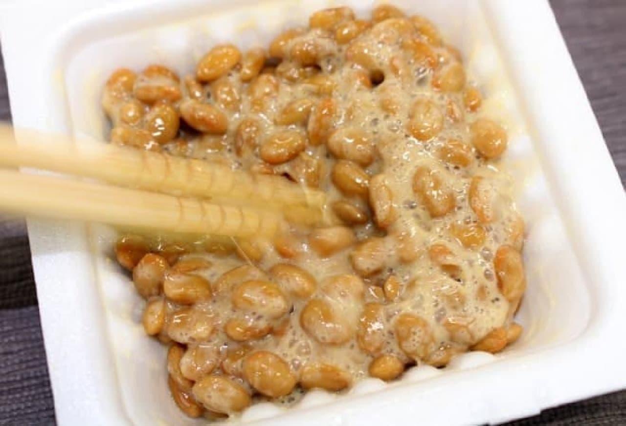 納豆の日 納豆をかき混ぜる
