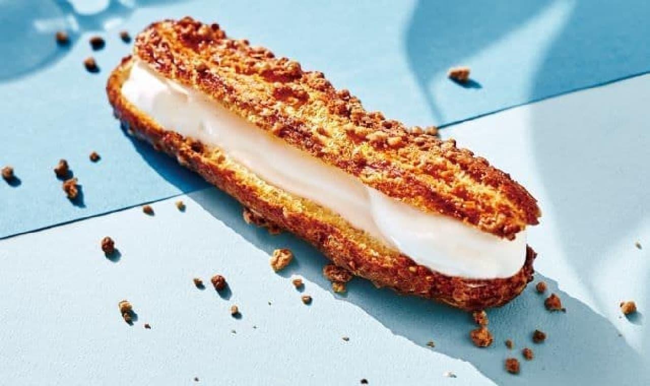 「HIYAZAKU mini(ヒヤザク ミニ)」はザクザク食感のシュー生地にソフトクリームがサンドされたスイーツ