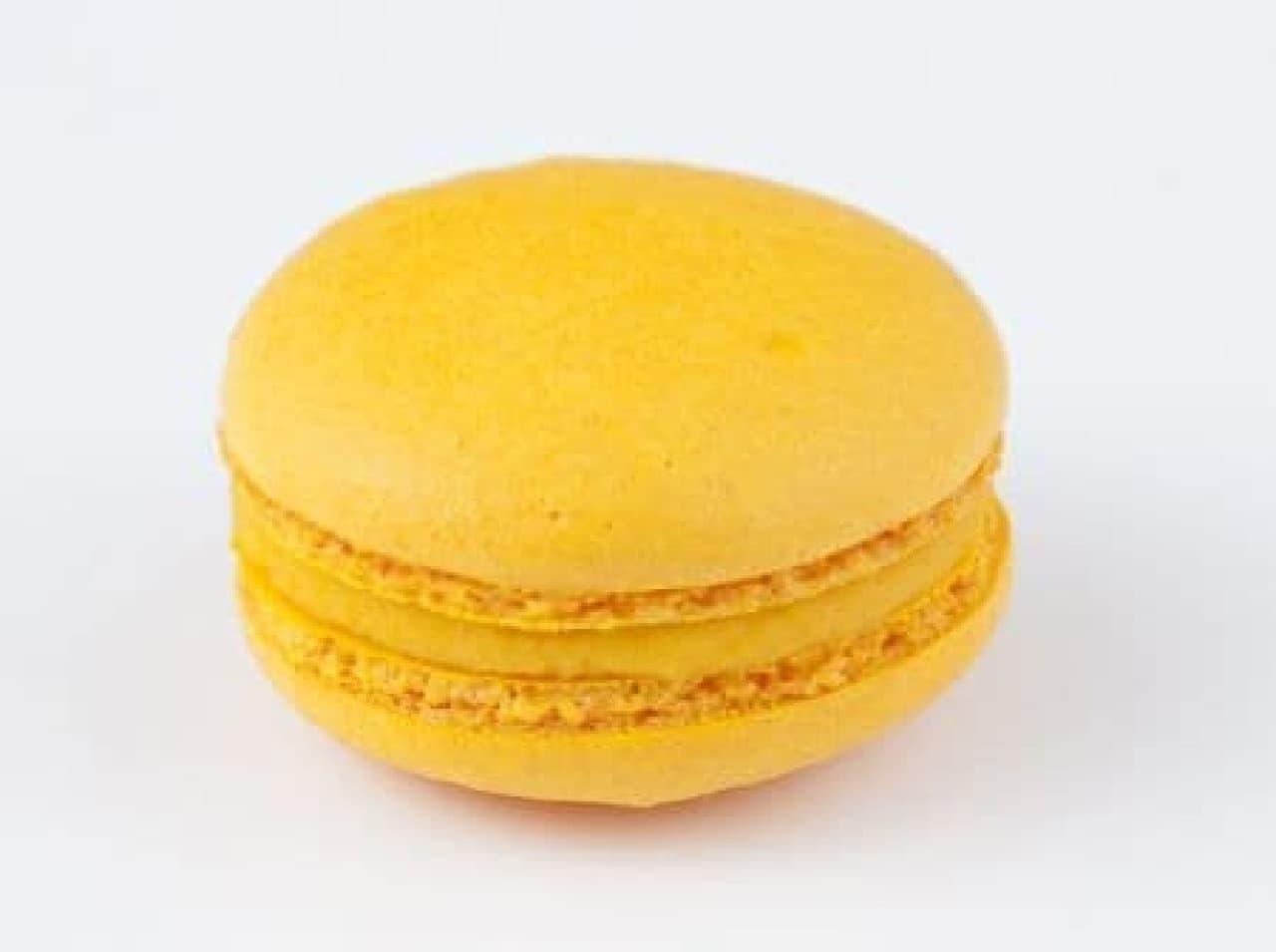 デリース マンゴーは、濃い黄色のシェルにホワイトチョコレートベースにガナッシュが使われたスイーツ