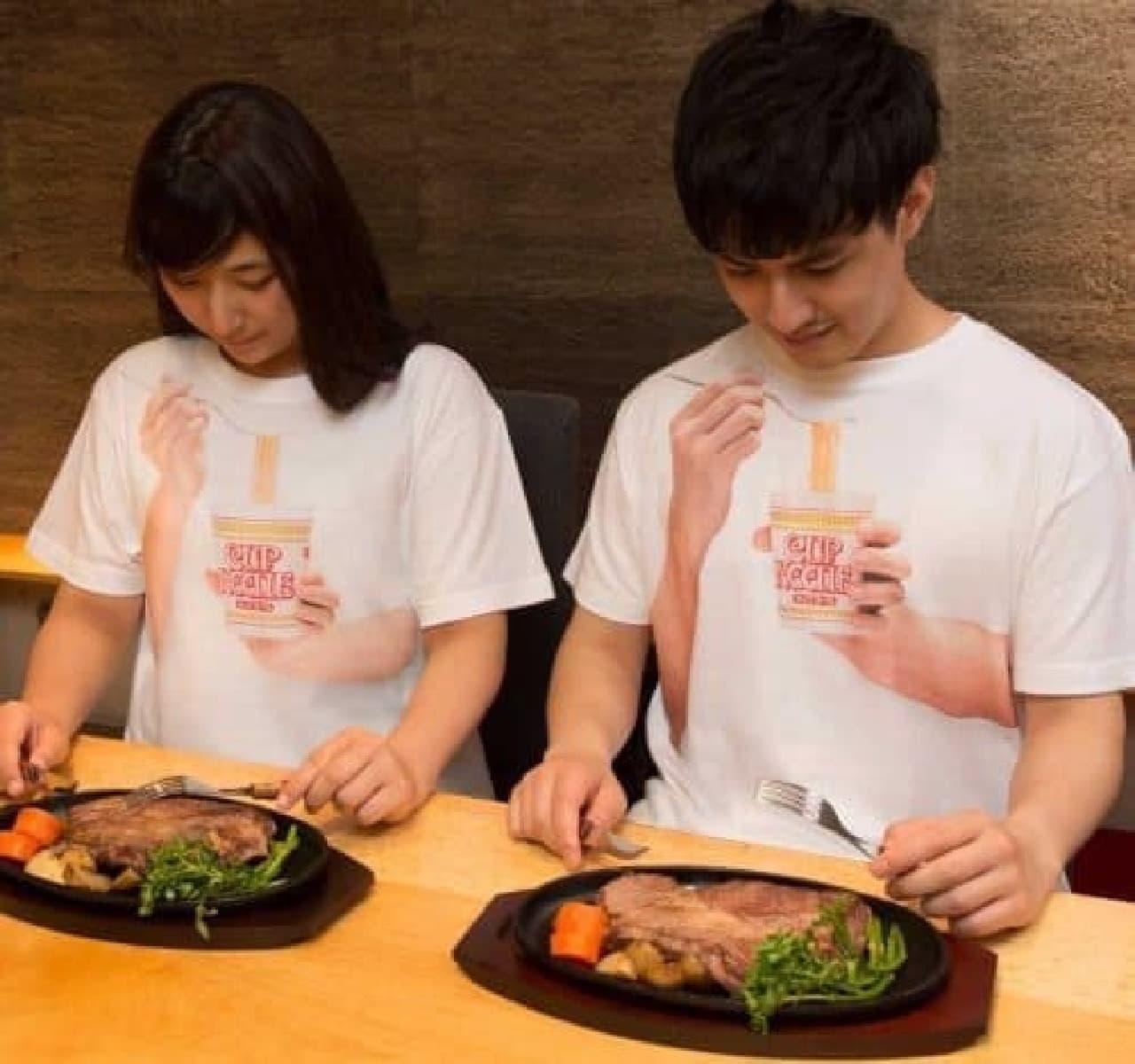 日清食品公式「カップヌードル食ってる風Tシャツ」