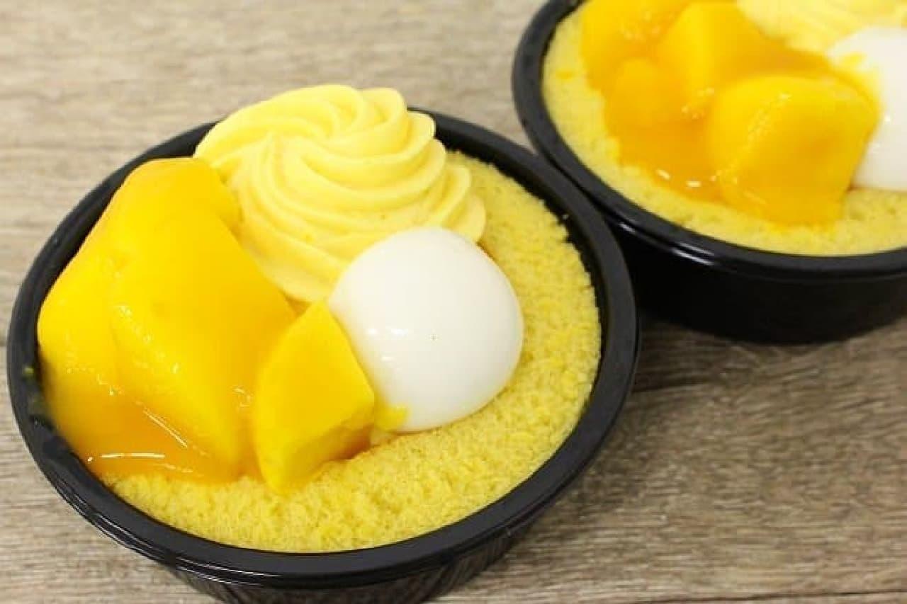 ローソン「Uchi cafe SWEETS×ICE MONSTER マンゴーのロールケーキ」