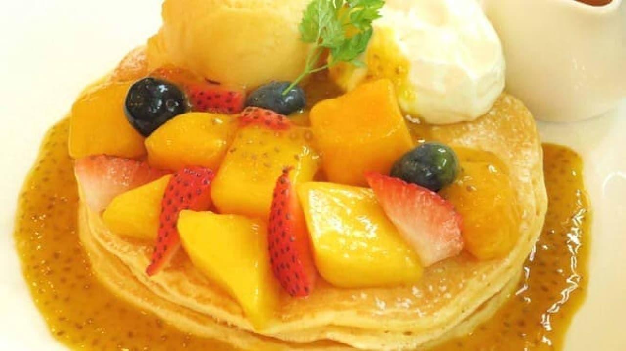 クア・アイナ マンゴーとマスカルポーネのパンケーキ
