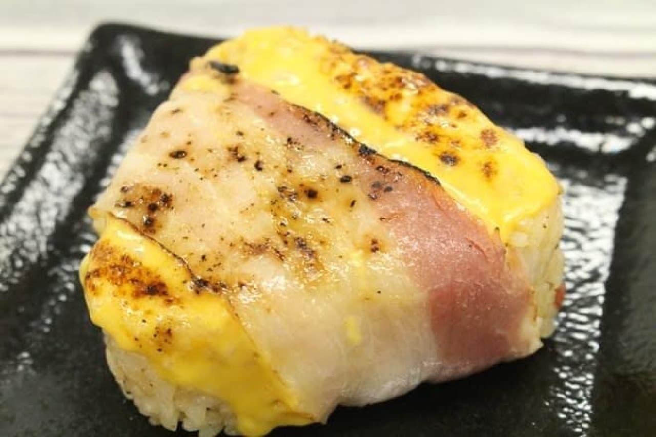 ファミマ ベーコンチーズおむすび