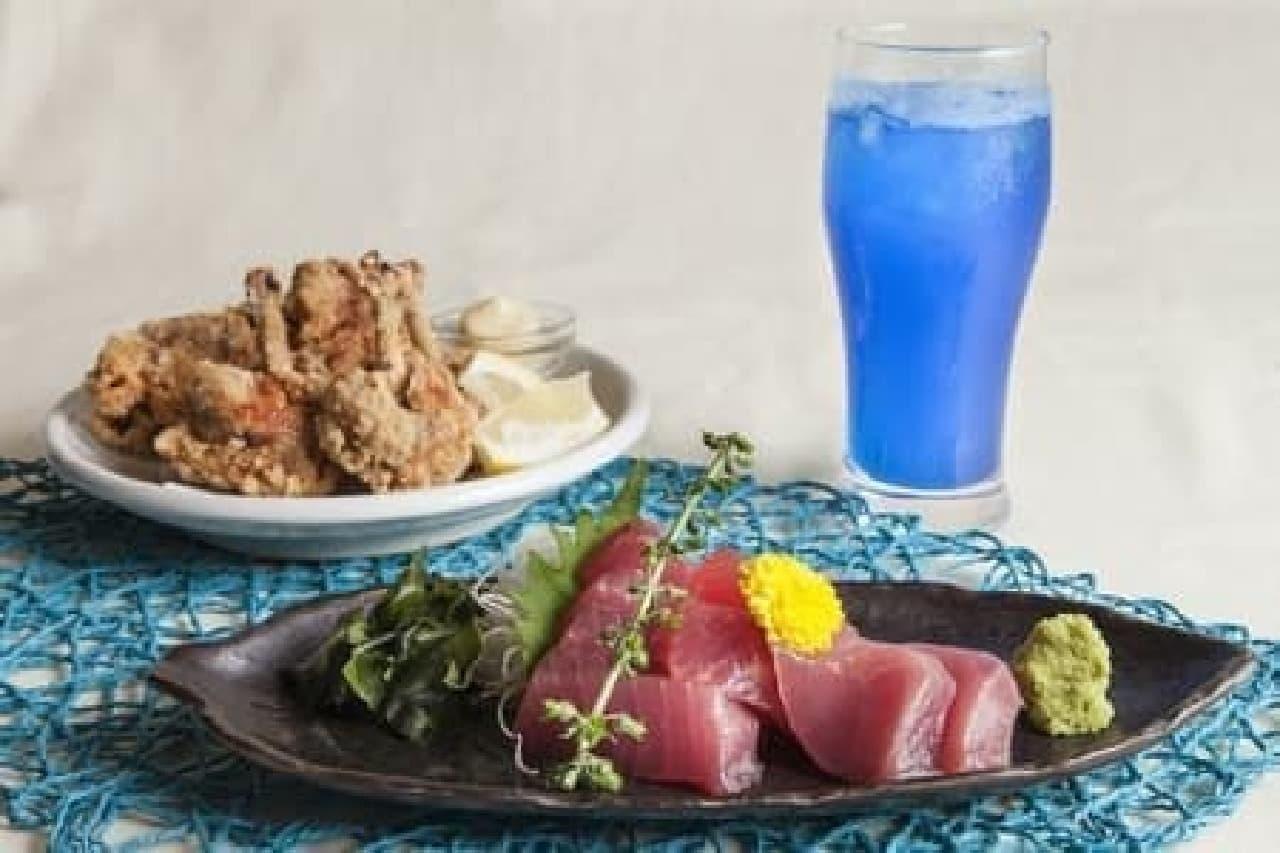 青いスーパーフード「進化系スピルリナ」が使われた「ひえひえブルーメニュー」