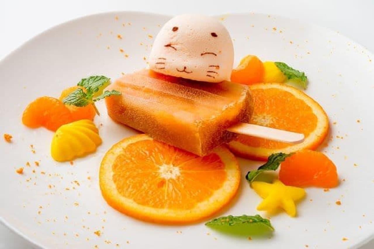 「ゴマちゃんonアイスキャンディー」はアイスキャンディーにゴマちゃんがちょこんとのったメニュー(オレンジ)