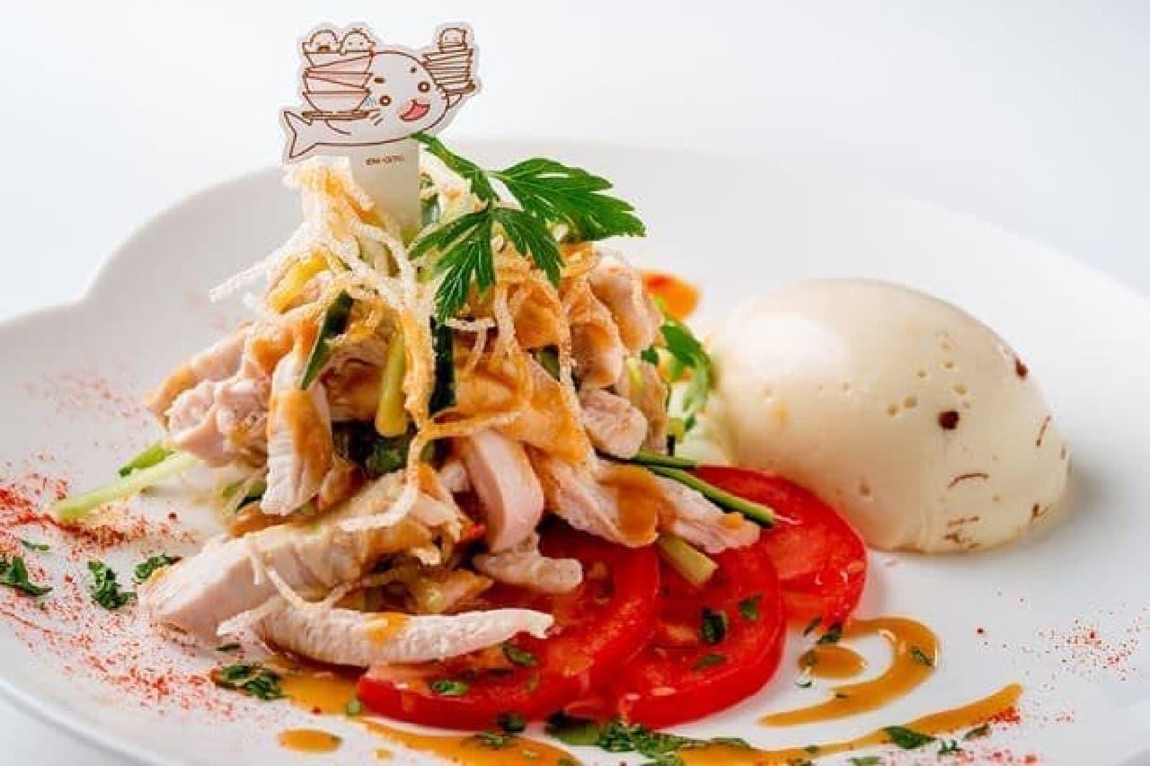 「王さん特製 ゴマちゃんだれバンバンジー」はヘルシーな国産の鶏胸肉と手作りゴマ味噌ソースが合わせられたバンバンジー