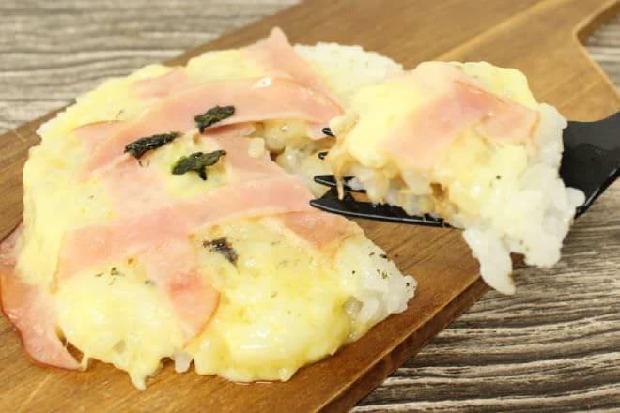 コンビ二のおにぎりで作るお米ピザ