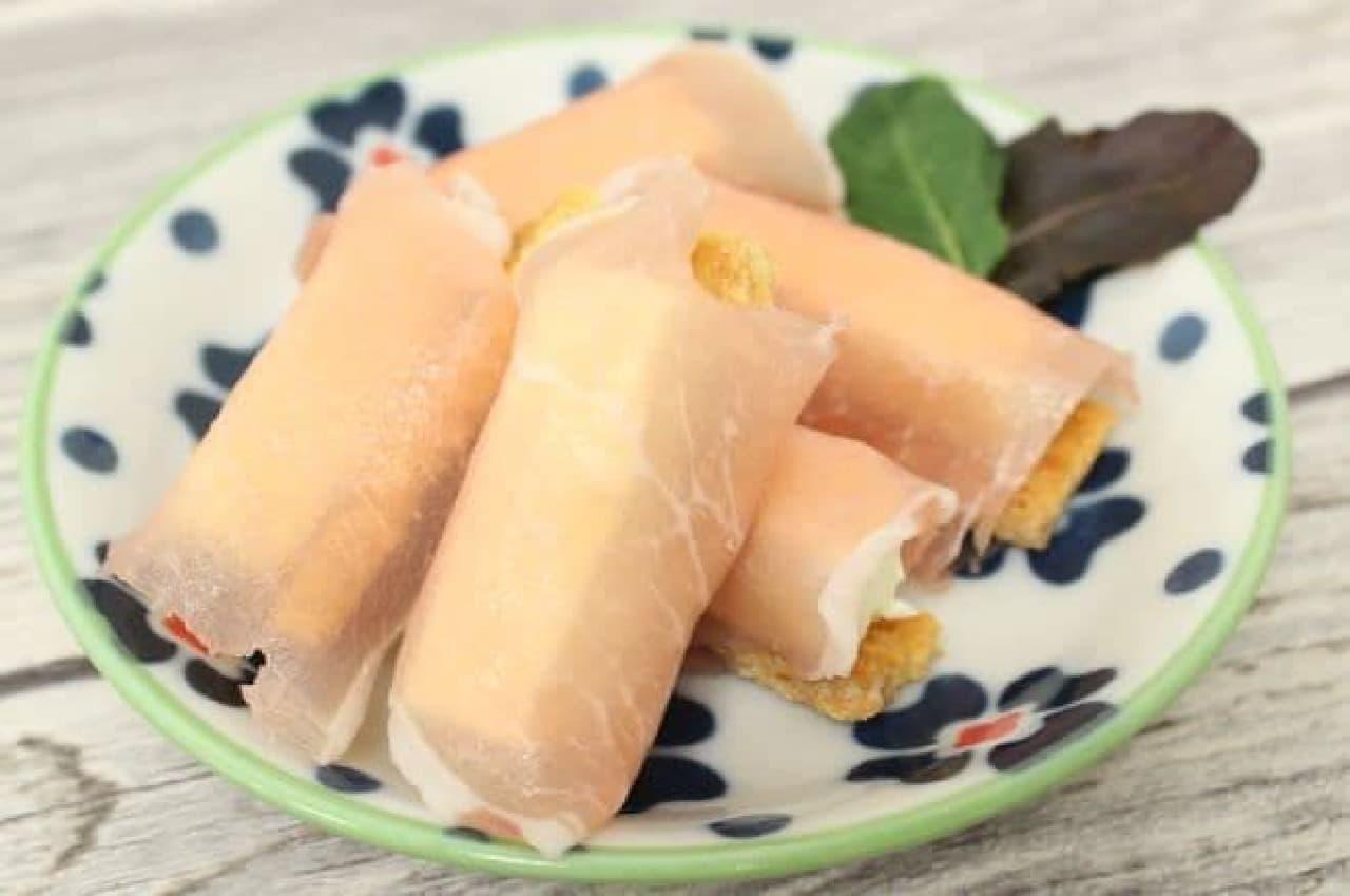お皿にきれいにトッピングしたら「生ハム&チーズパイ」の完成