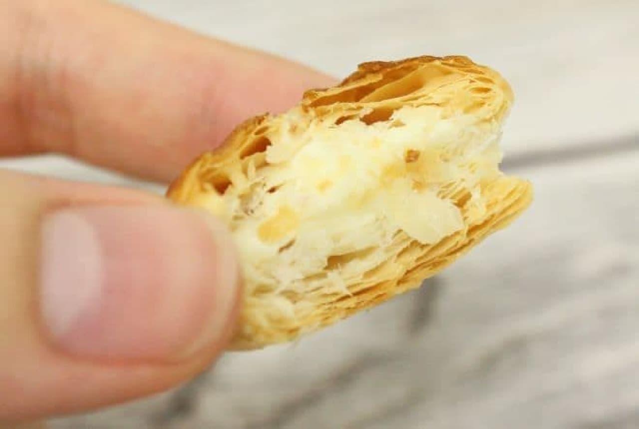 「パイの実<コメダ珈琲店監修シロノワール>」はコメダ珈琲店の看板メニューである「シロノワール」の味が再現されたパイの実