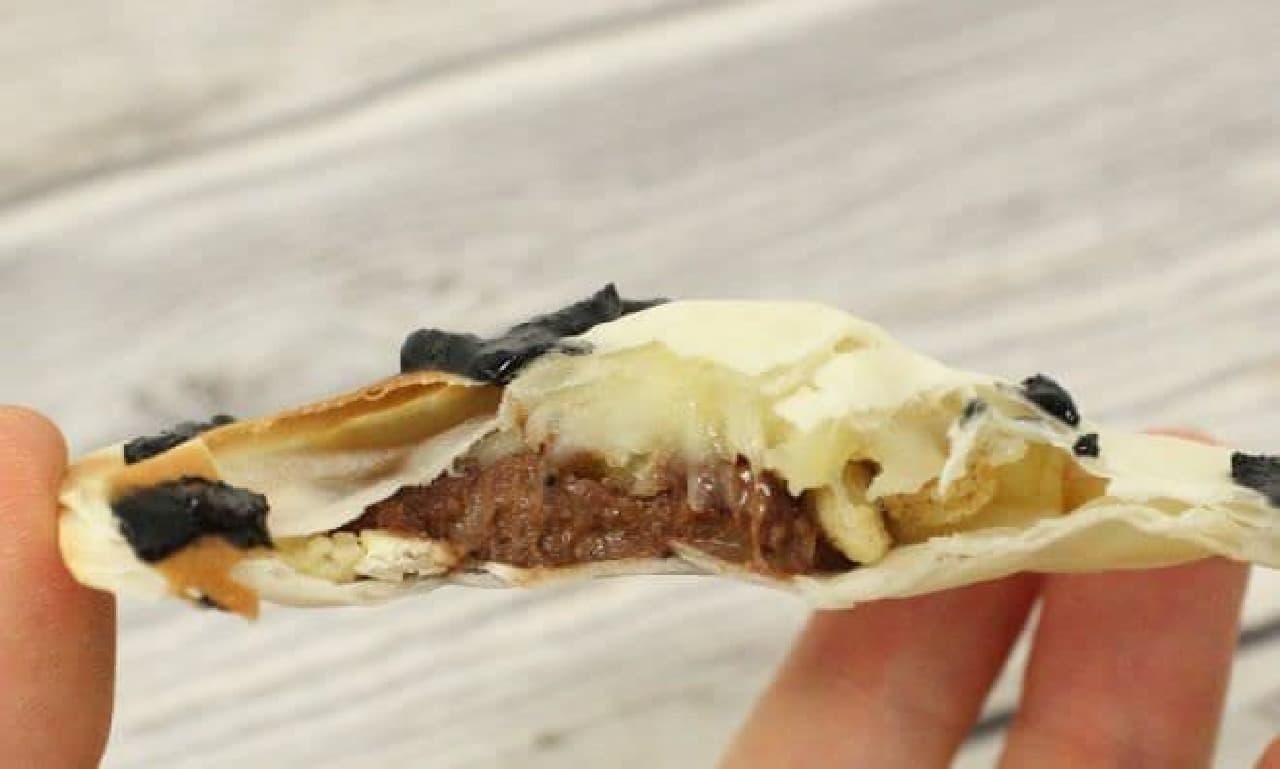 餃子の皮で作るお菓子に入れた板チョコはとろっととろける予定だったが、失敗して焼きチョコのような食感になった