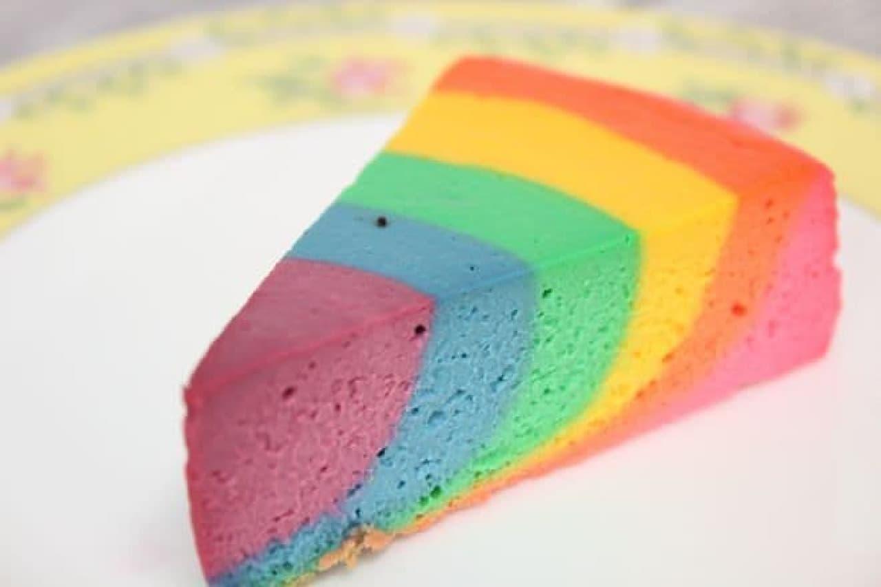 「レインボー」は虹色のチーズケーキ