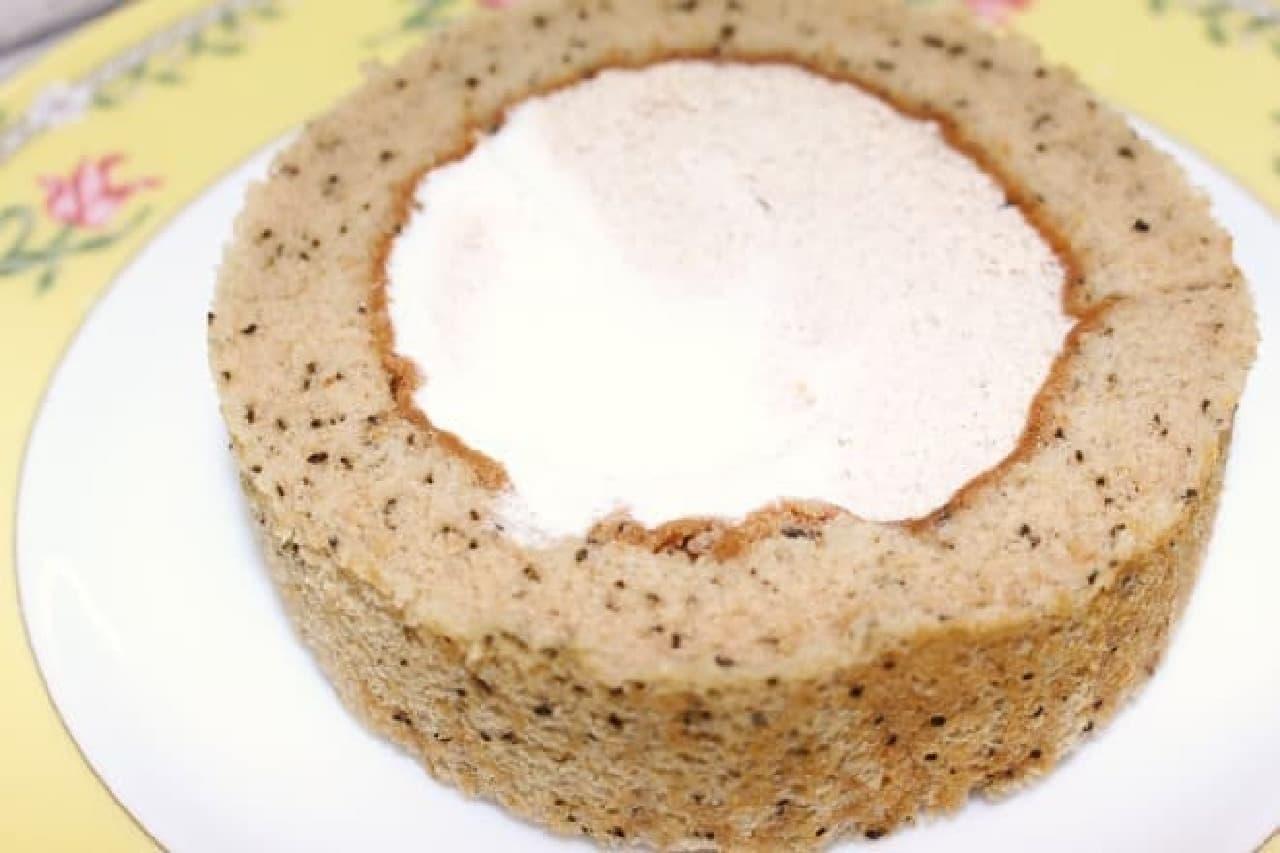ローソン「プレミアム スパイス香るチャイのロールケーキ」