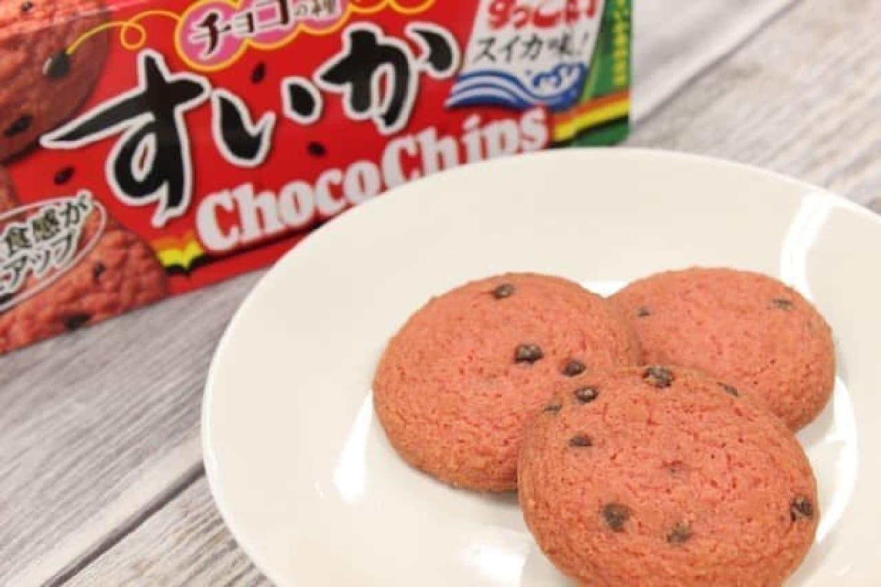 「すいか チョコチップクッキー」はすいかの果肉を練りこんだ生地に、チョコチップを練りこんだクッキー