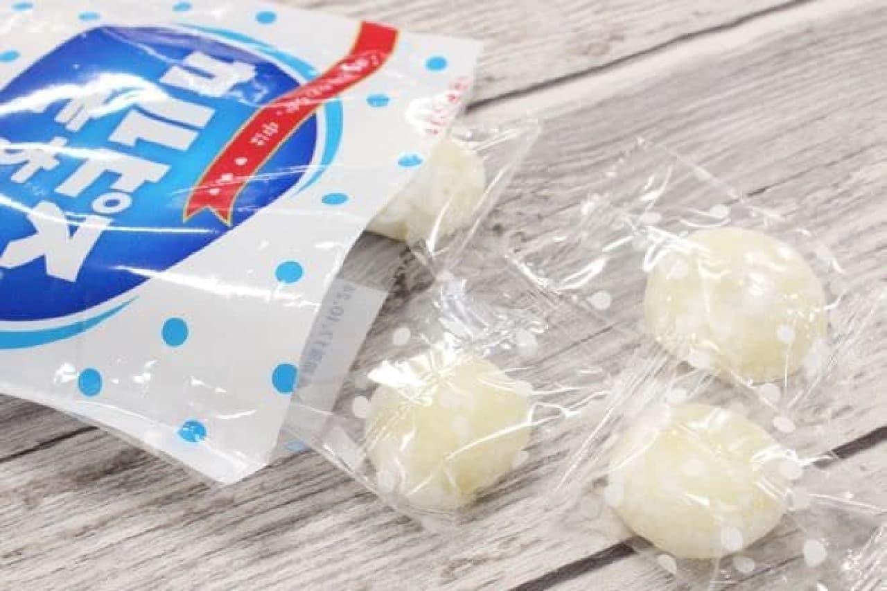 「カルピスもち」は日本橋菓房がカルピス社と開発したコラボレーション商品でカルピスフレーバーのおもち