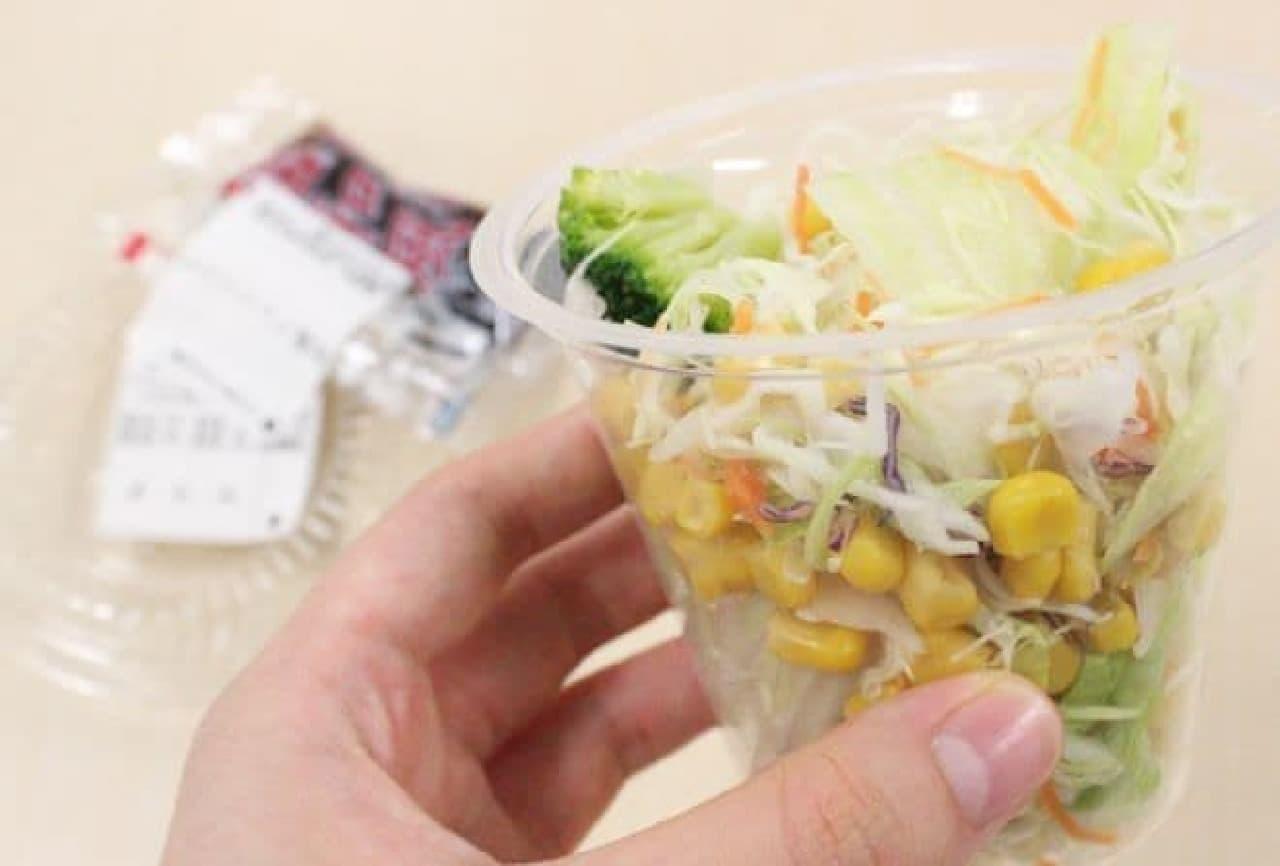 紺崎。が買ってきたサラダ