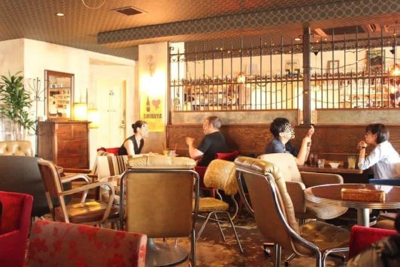 「桜丘カフェ」は渋谷にあるヤギがいるカフェ(内装)