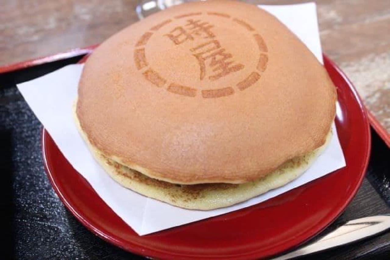 新宿「時屋」で食べられる「生クリーム入りどら焼き」