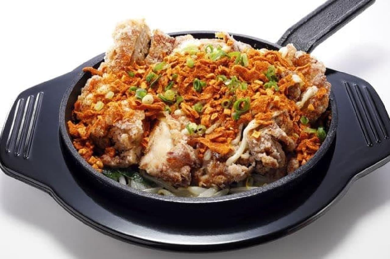 「ザクカラ辛旨 ジャンボ若鶏竜田定食」は揚げたての若鶏竜田にSガストオリジナルのスパイスがかけられたメニュー