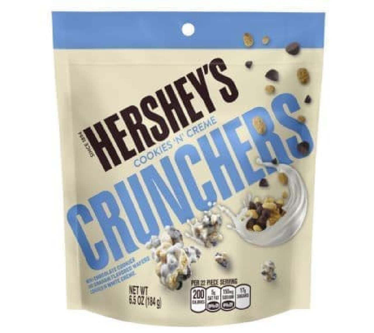 ハーシーズ クッキーアンドクリーム クランチャーズは、ミルククリームとウェハース、チョコレートクッキーが組み合わされたお菓子