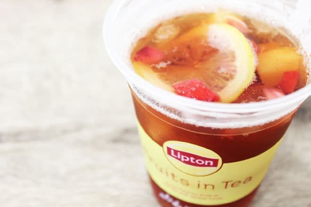「Liptonフルーツインティー」は、レモン、ストロベリー、パイナップルが入ったリプトンのフルーツインティー