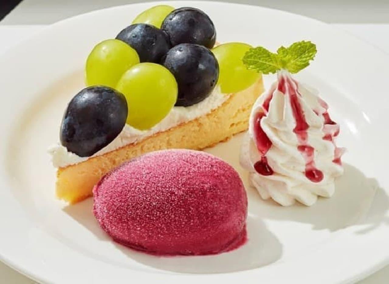 ジョナサンの「2色ぶどうのダブルチーズケーキプレート」