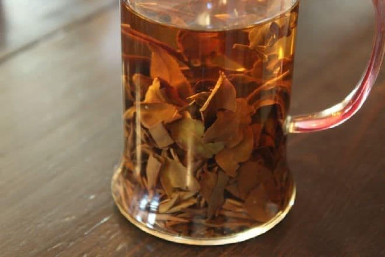 本郷三丁目にある喫茶店「金魚坂」の中国茶「東方美人」