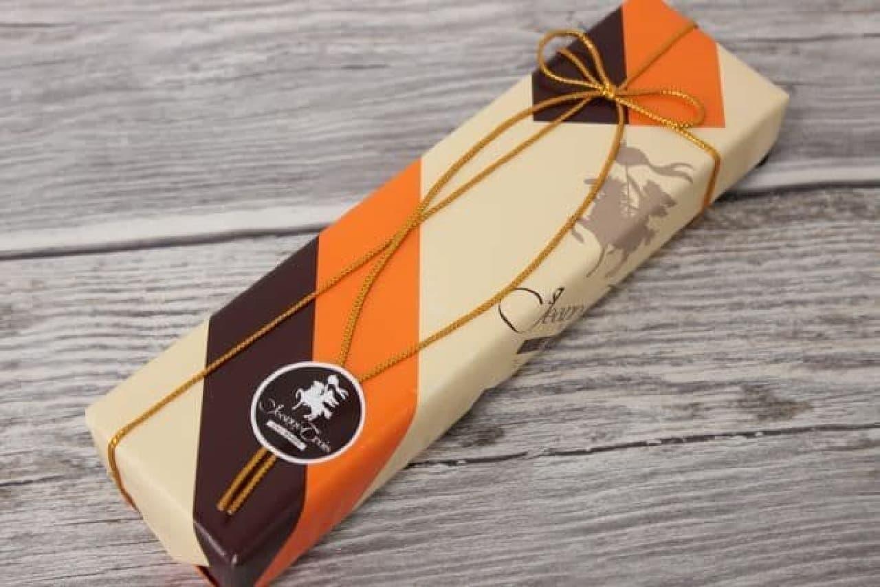 「オランジュショコラ ジャンヌ」はオレンジピールにビターチョコレートをコーティングし、さらにココアパウダーで仕上げたスイーツ