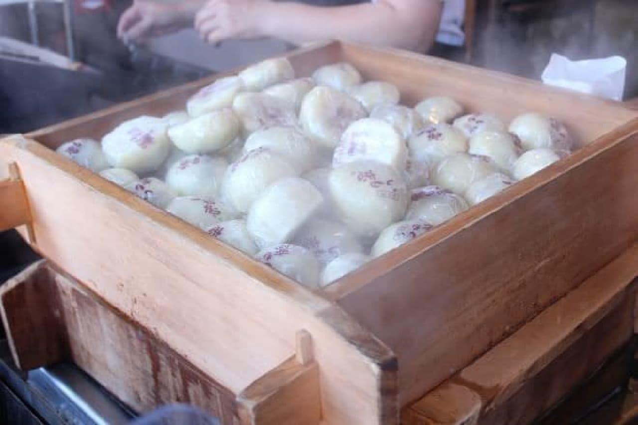 川越にある「菓匠右門 時の鐘店」で販売されている「いも恋」